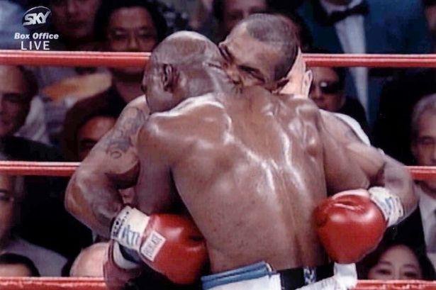 Легендарният бивш боксьор в тежката категория при професионалистите Ивендър Холифийлд