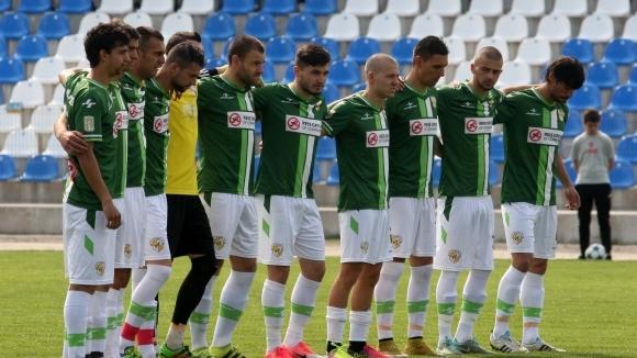 Снимка: Първи успех за Банско при новия треньор, който същевременно се грижи и за тревата на стадиона