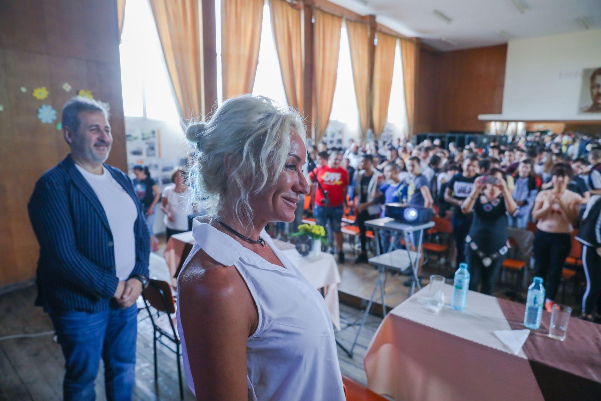 Двукратната олимпийска шампионка Мария Гроздева се срещна с ученици и