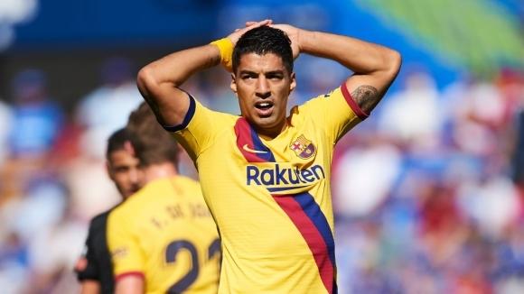 Нападателят на Барселона Луис Суарес ще пропусне двете контроли на