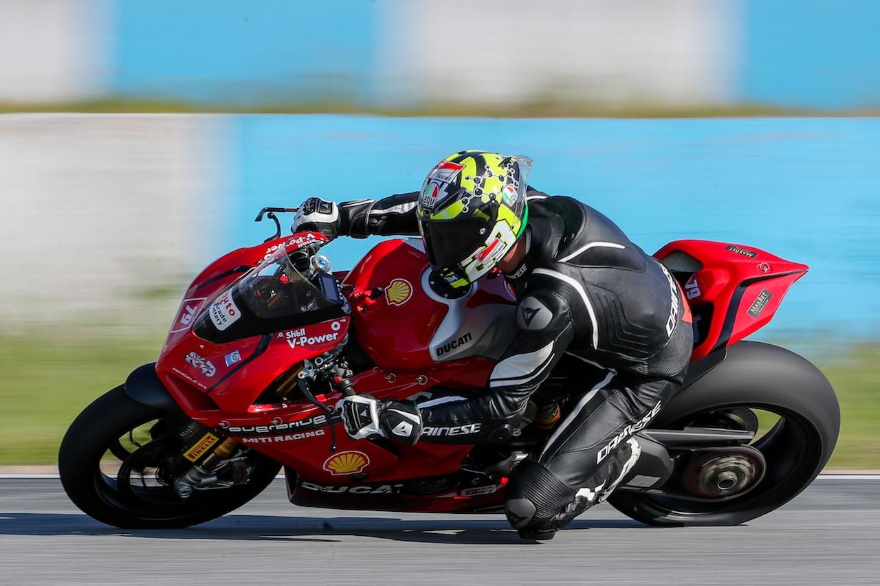 Републиканският шампион по мотоциклетизъм на писта в клас супербайк Ангел