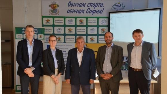 Комисия, съставена от представители на Управителния и на Консултативния съвет