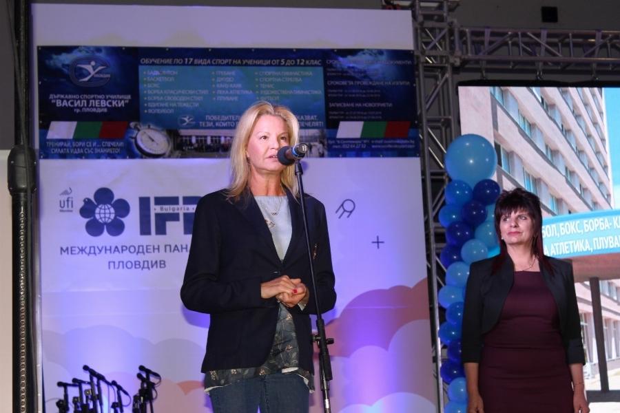 Стефка Костадинова бе сред най-аплодираните гости на тържеството, с което