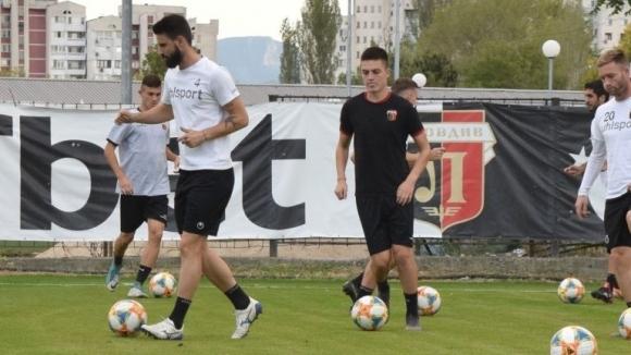 Представителният отбор на Локомотив (Пловдив) тренира в добро настроение преди