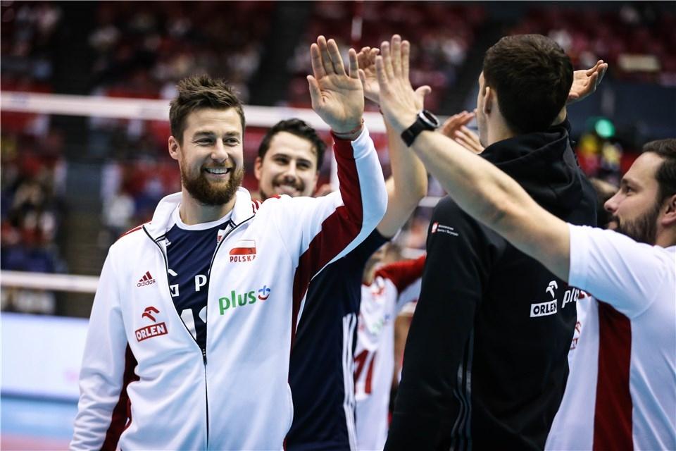 Световните шампиони от Полша си гарантираха медал от турнира за