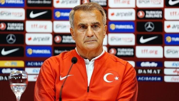 Националният селекционер на Турция Шенол Гюнеш нямаше как да бъде