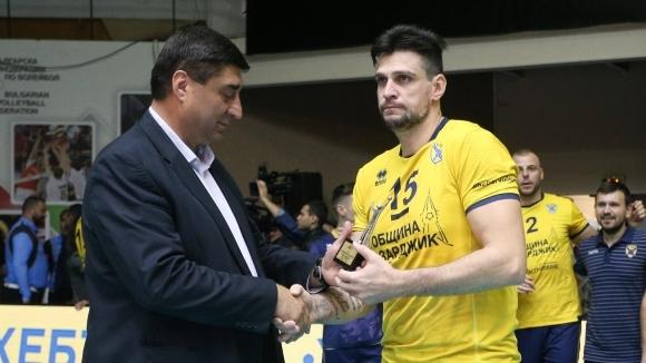 Вицепрезидентът на Българската федерация по волейбол Борислав Кьосев постави кратка,
