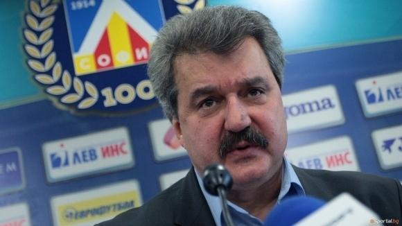 Днес своя 61-ви рожден ден празнува адвокат Тодор Батков. Бившият