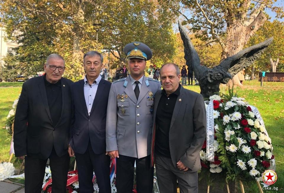 Ръководството на ЦСКА-София уважи празника на военния парашутист. Легендите Димитър