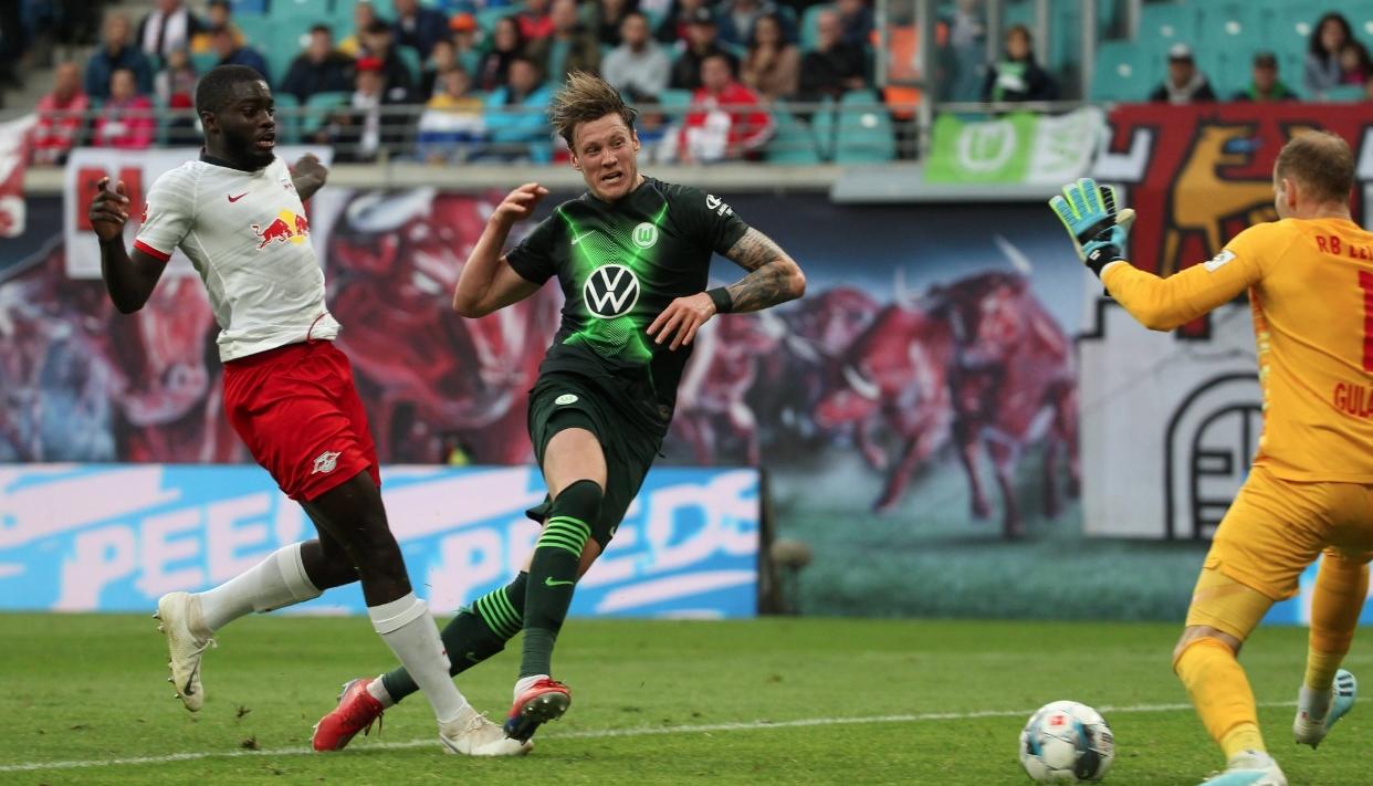 Волфсбург продължава единствен да бъде без поражение в Бундеслигата и