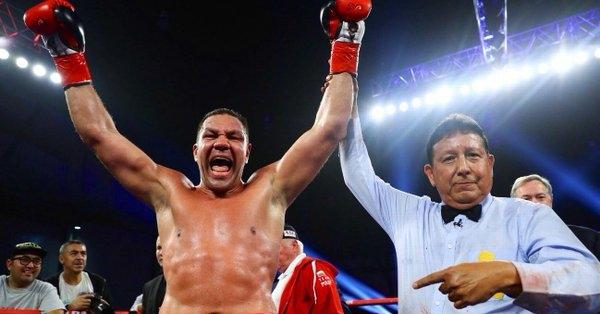 Кубрат Пулев показа официалния плакат за боксовата гала вечер във