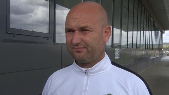 Старши треньорът на втория отбор на клуба Тодор Живондов, който