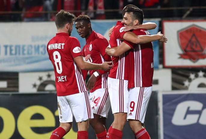 В ЦСКА-София са замразили преговорите за нови договори до края