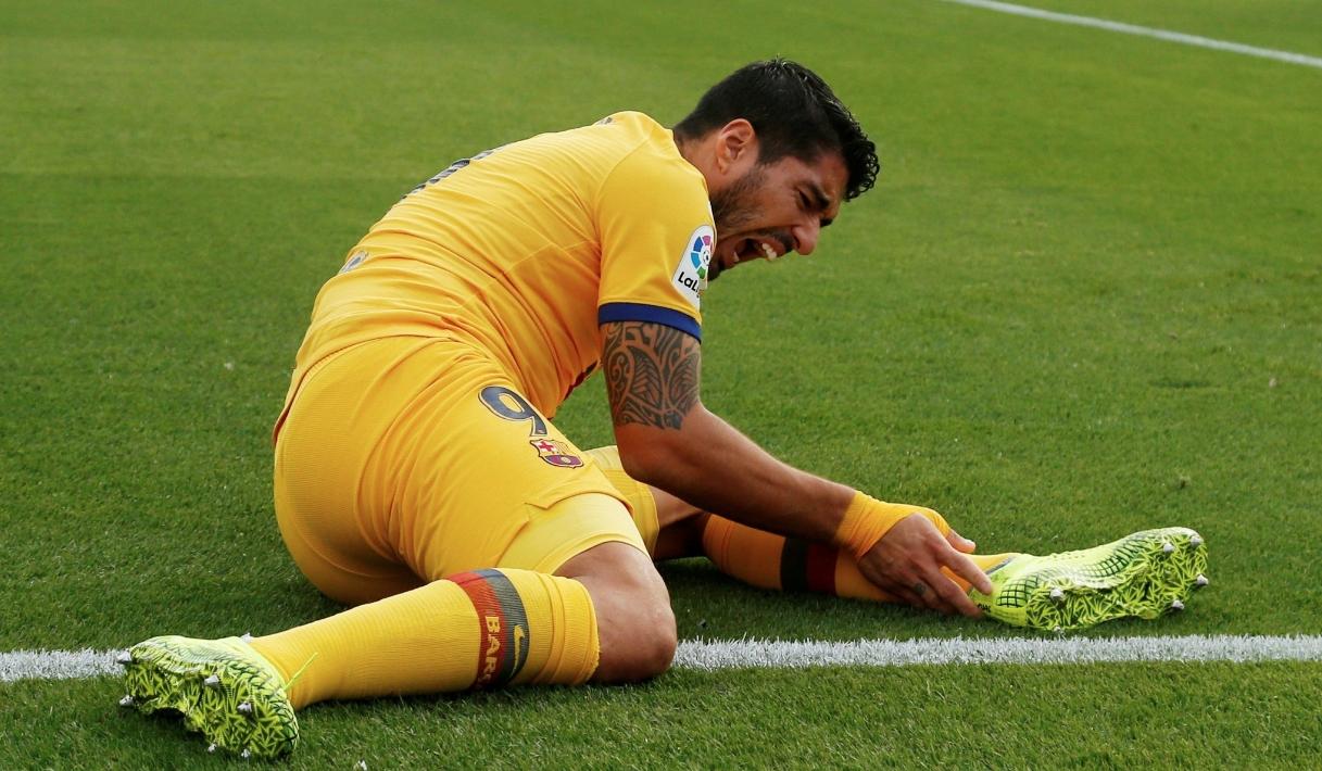 Централният нападател на Барселона Луис Суарес може би ще пропусне
