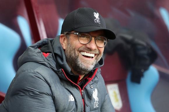 Сезонът в английското първенство не завършва в неделя, твърди мениджърът