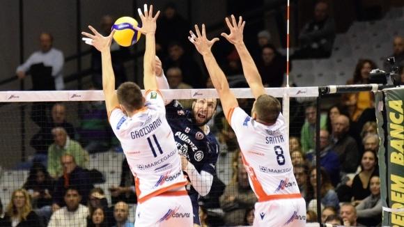 Националът Алекс Грозданов и неговият Консар (Равена) допуснаха втора загуба