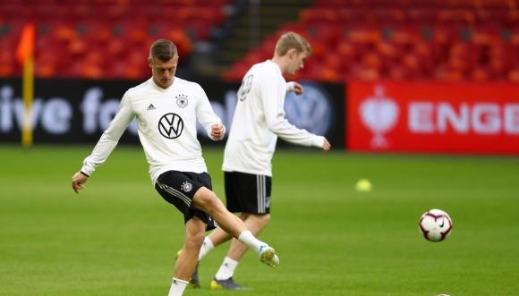 Тони Кроос се връща в националния отбор на Германия за