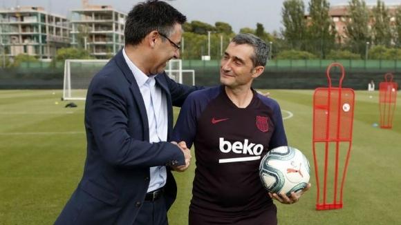 Президентът на Барселона Джосеп Бартомеу изрази подкрепата си към наставника