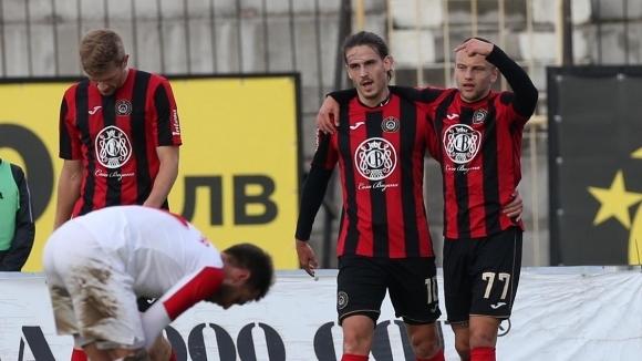 Отборът на Локомотив (София) победи с 2:0 Кариана (Ерден) в