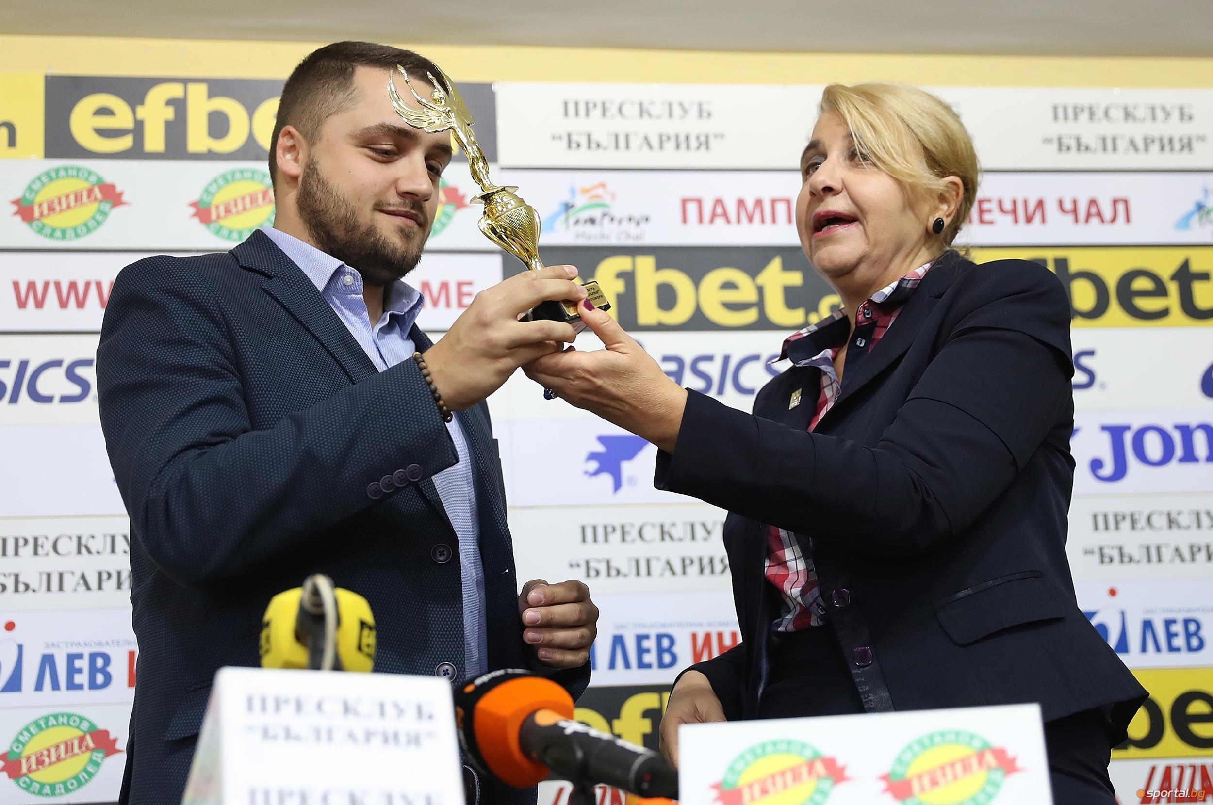 Председателят на ВК Хебър Александър Иванов прие приза за Отбор
