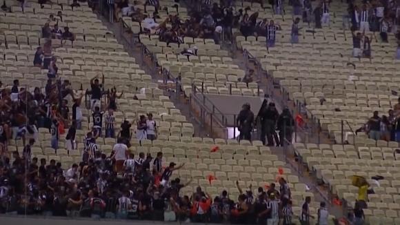 Сцени на насилие съпътстваха края на дербито от бразилското първенство