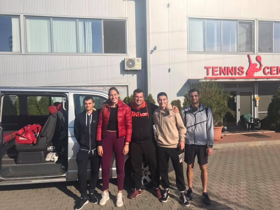 """Четирима състезатели на тенис клуб """"Авеню"""" (3 юноши и 1"""