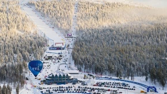 Международната федерация по ски и ръководителите на пистата във финландския
