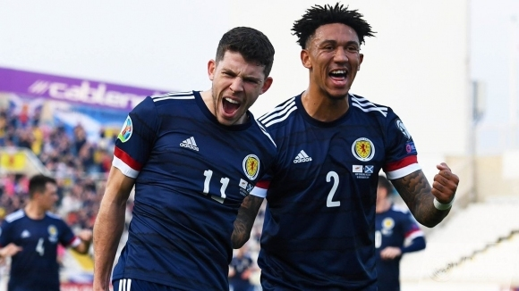 Отборът на Шотландия постигна победа с 2:1 като гост на