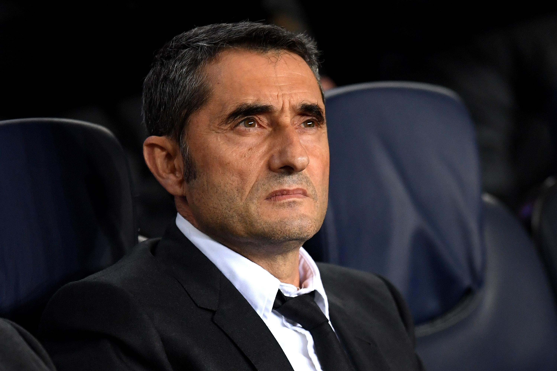 Ръководството на Барселона се старае публично да не притиска треньора