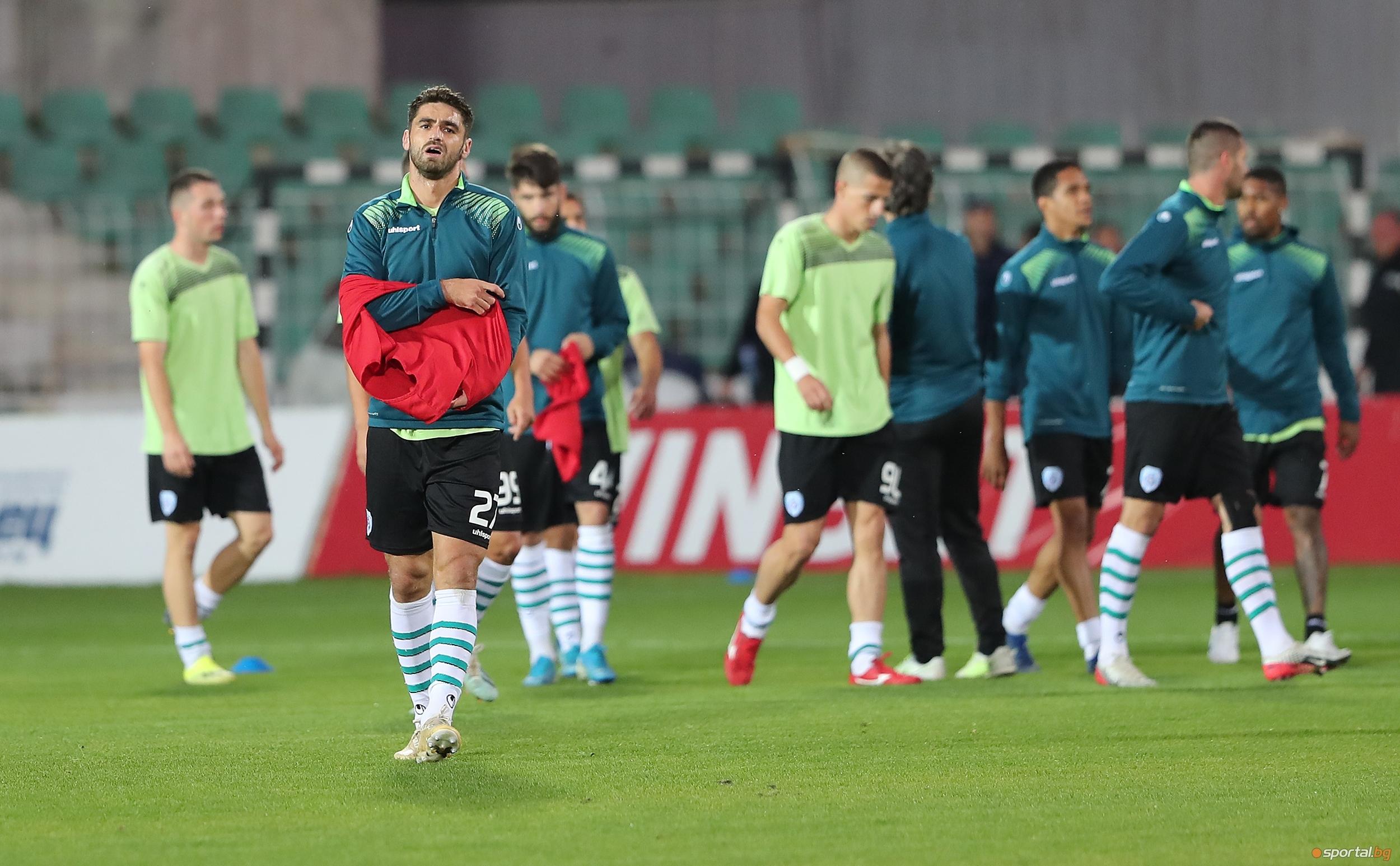 Трима футболисти на Черно море тренираха на облекчен режим преди