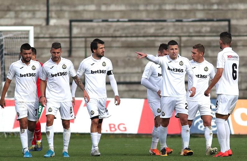 Старши треньорът на Славия Златомир Загорчич има да решава сериозен