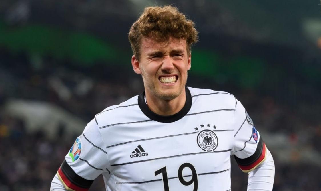 Германският футболен национал Джан-Лука Валдшмид ще пропусне срещите на клубния