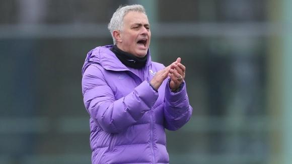 Жозе Моуриньо даде първата си пресконференция като мениджър на Тотнъм.