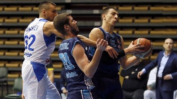 Академик Бултекс 99 продължава безгрешния си ход в Балканската лига,