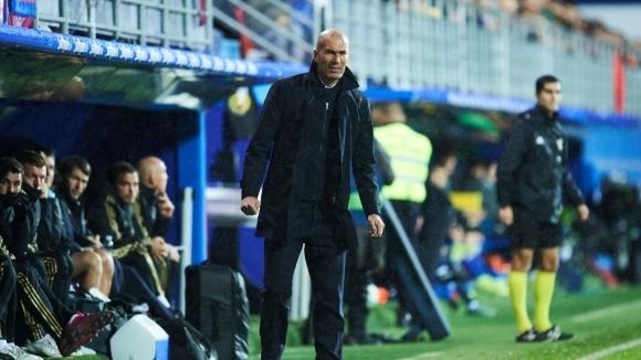 Старши треньорът на Реал Мадрид Зинедин Зидан беше залят с