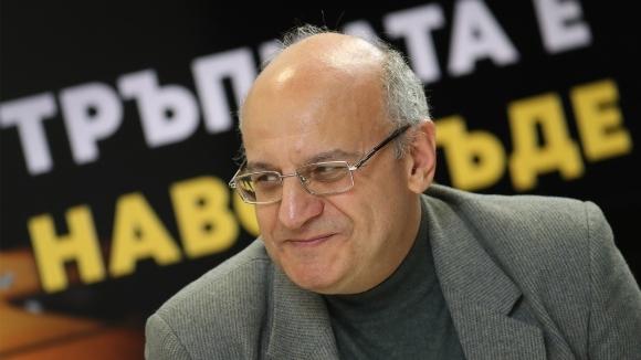 Известният спортен журналист и енциклопедист Румен Пайташев беше един от