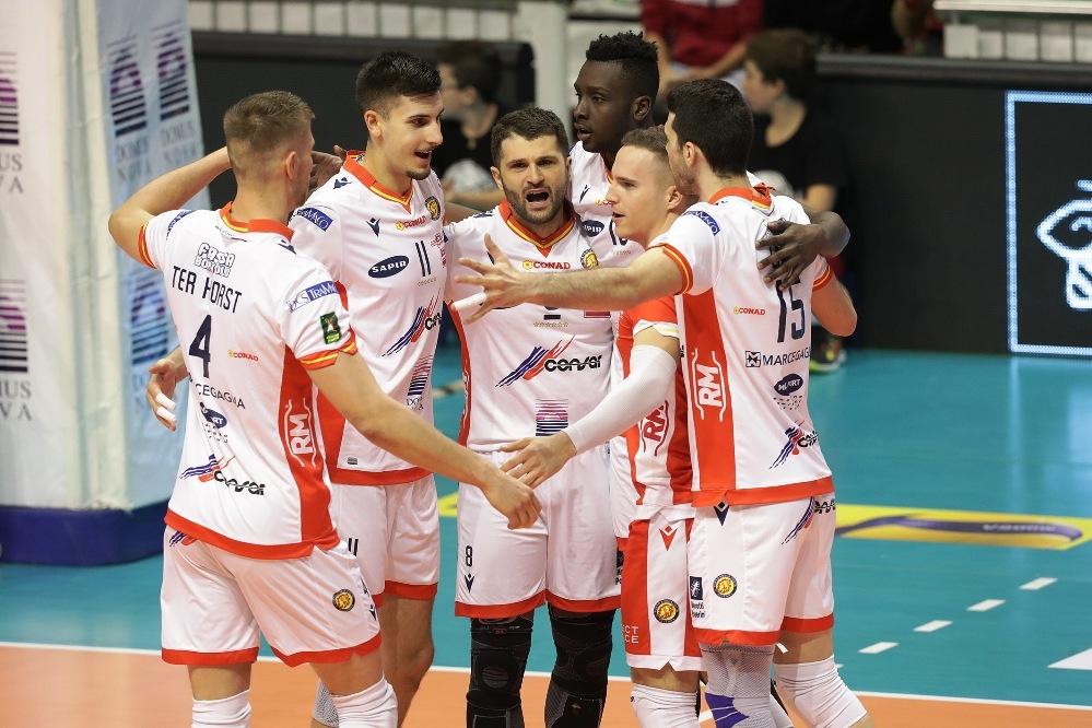 Волейболният национал Алекс Грозданов и неговият Конзар (Равена) изпуснаха страхотна