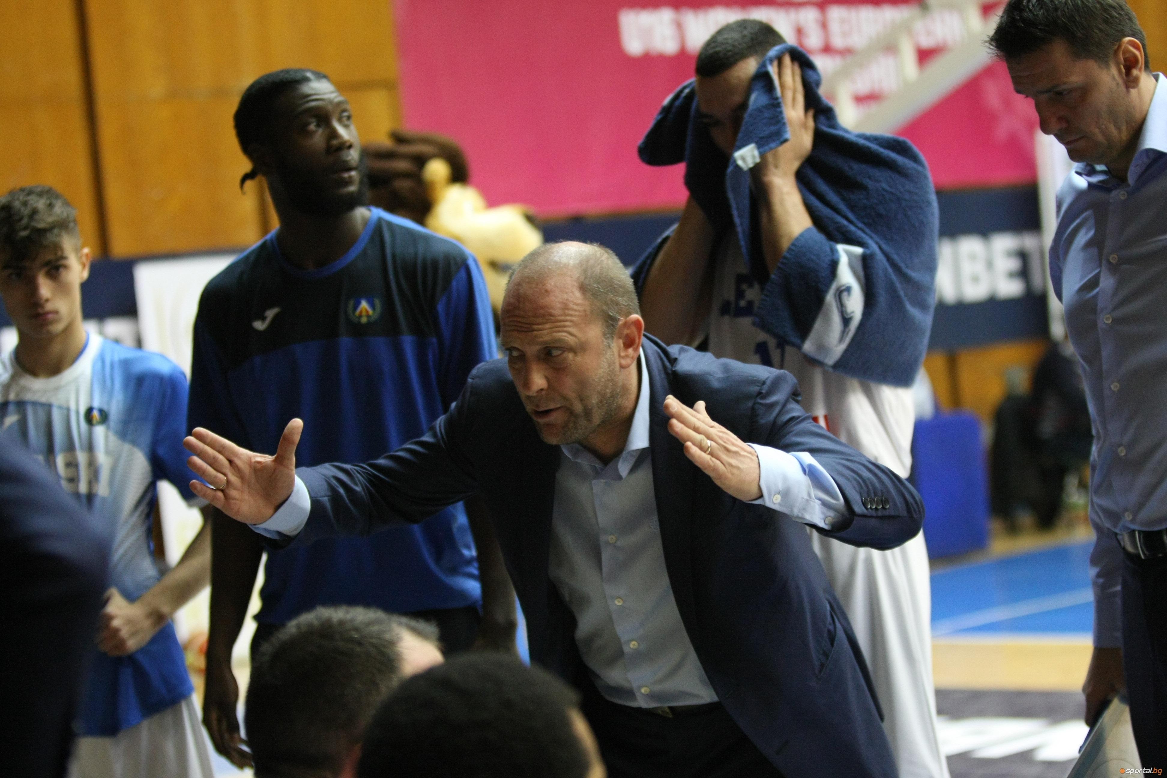 Старши-треньорът на Левски Лукойл Константин Папазов бе доволен след победата