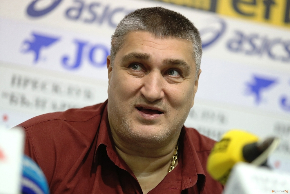 Кандидатът президент на Българската федерация по волейбол Любо Ганев говори