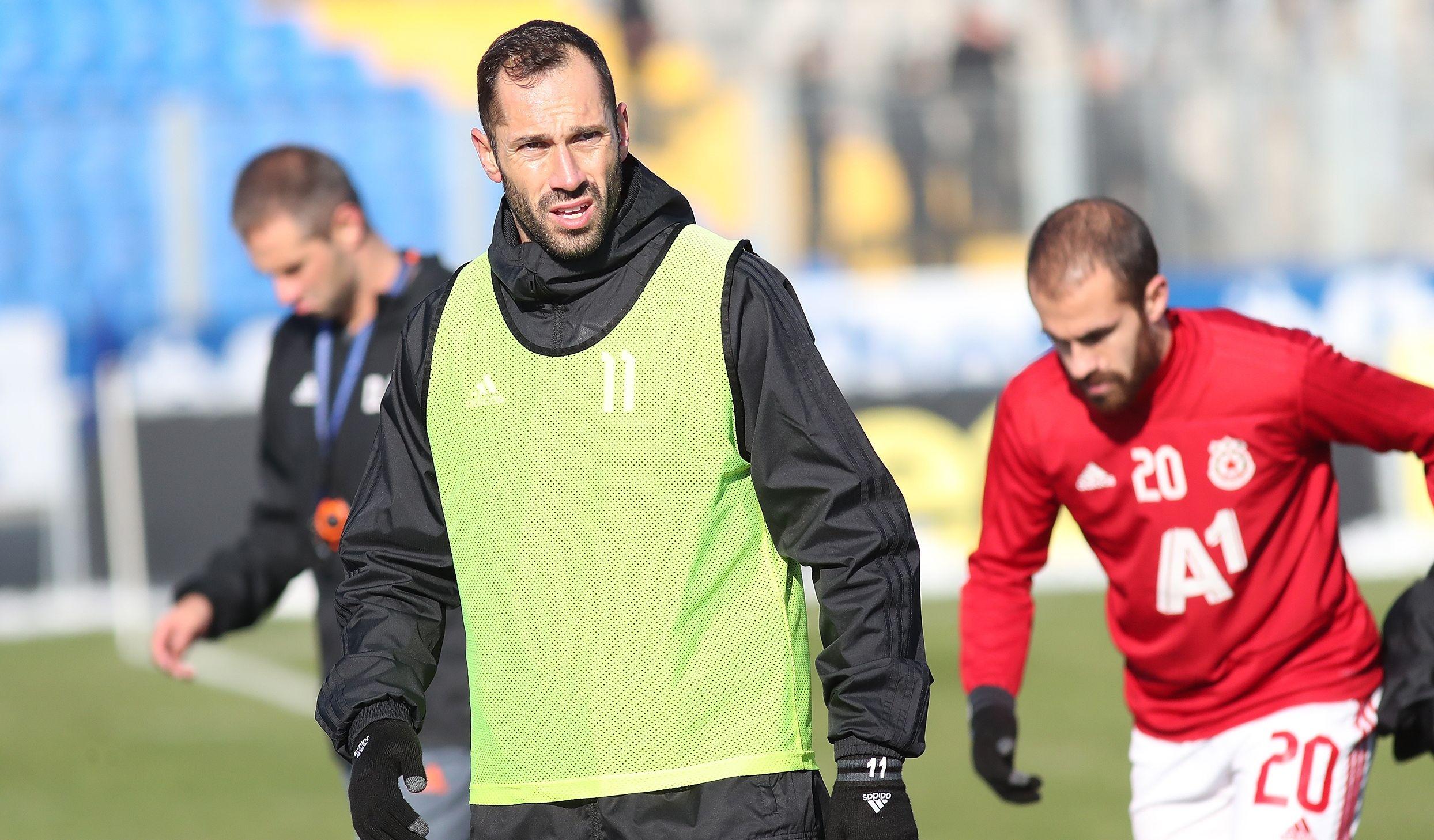 ЦСКА-София ще тренира днес сутринта в Момчилград, след което заминава