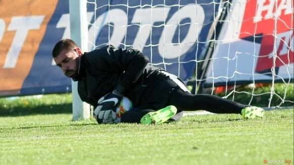 Славия може да продаде своя вратар Георги Георгиев след края