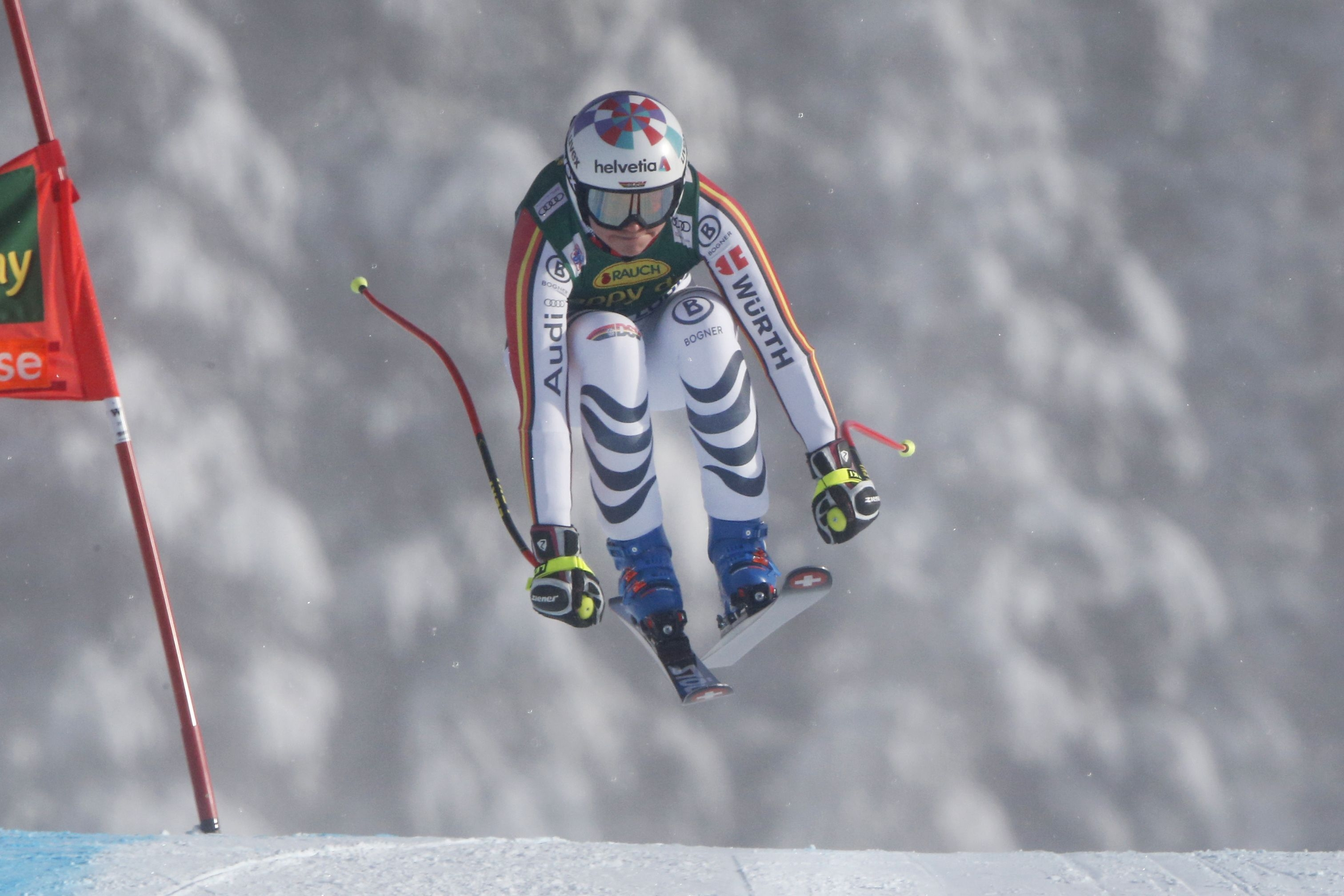 Виктория Ребенсбург спечели безапелационно първия за сезона супергигантски слалом при