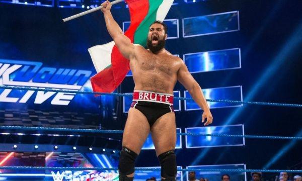 Българският кечист от WWE Александър Русев заплаши със саморазправа легендарният