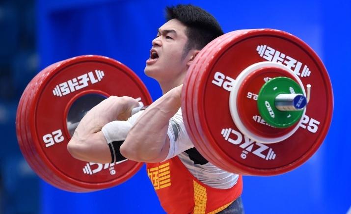 Китаецът Ши Чжиюн подобри световния рекорд по вдигане на тежести
