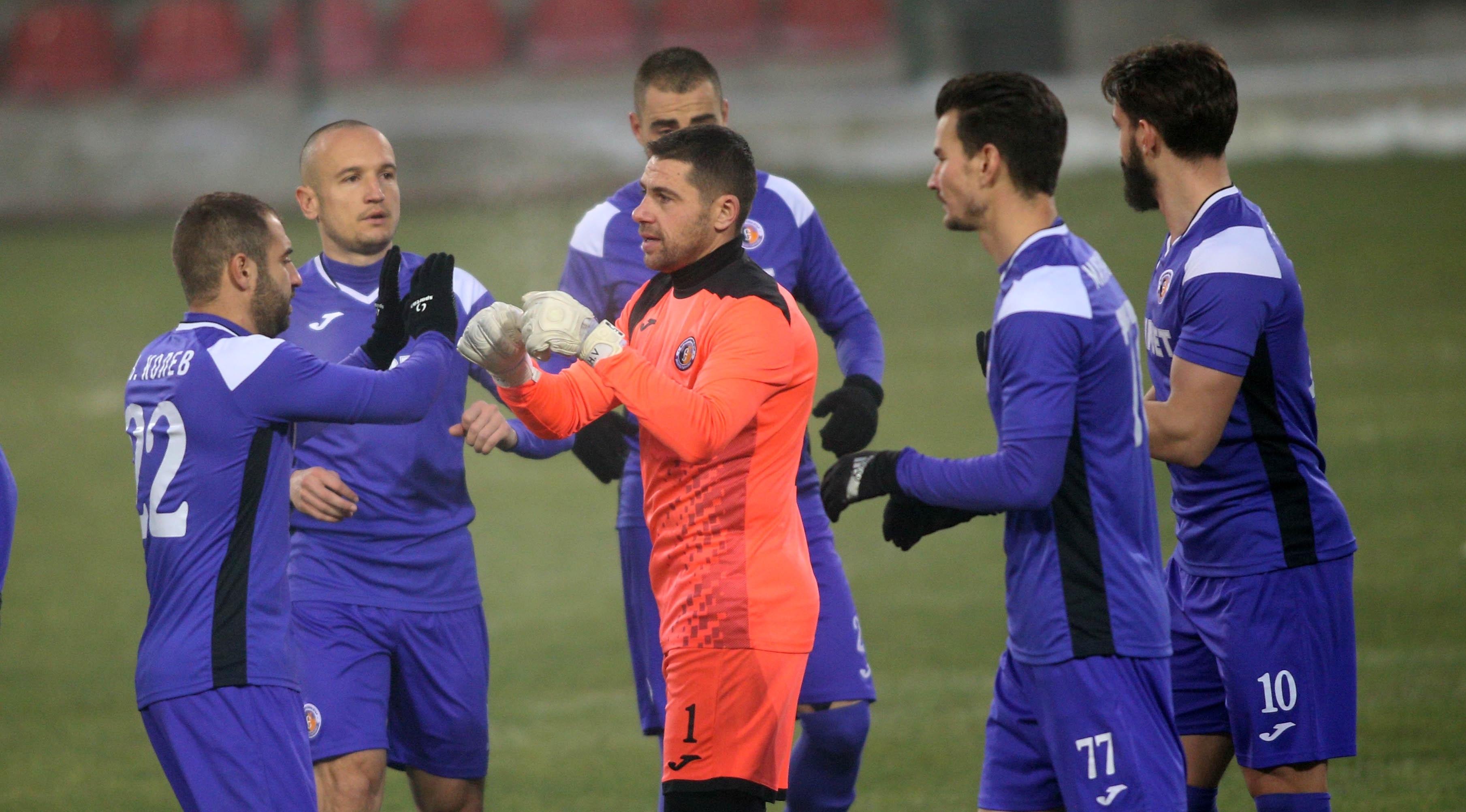 Етър и Ботев (Враца) са два от отборите, които разочароват