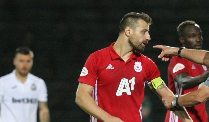 Бъдещето на вече бившия капитан на ЦСКА-София Николай Бодуров продължава