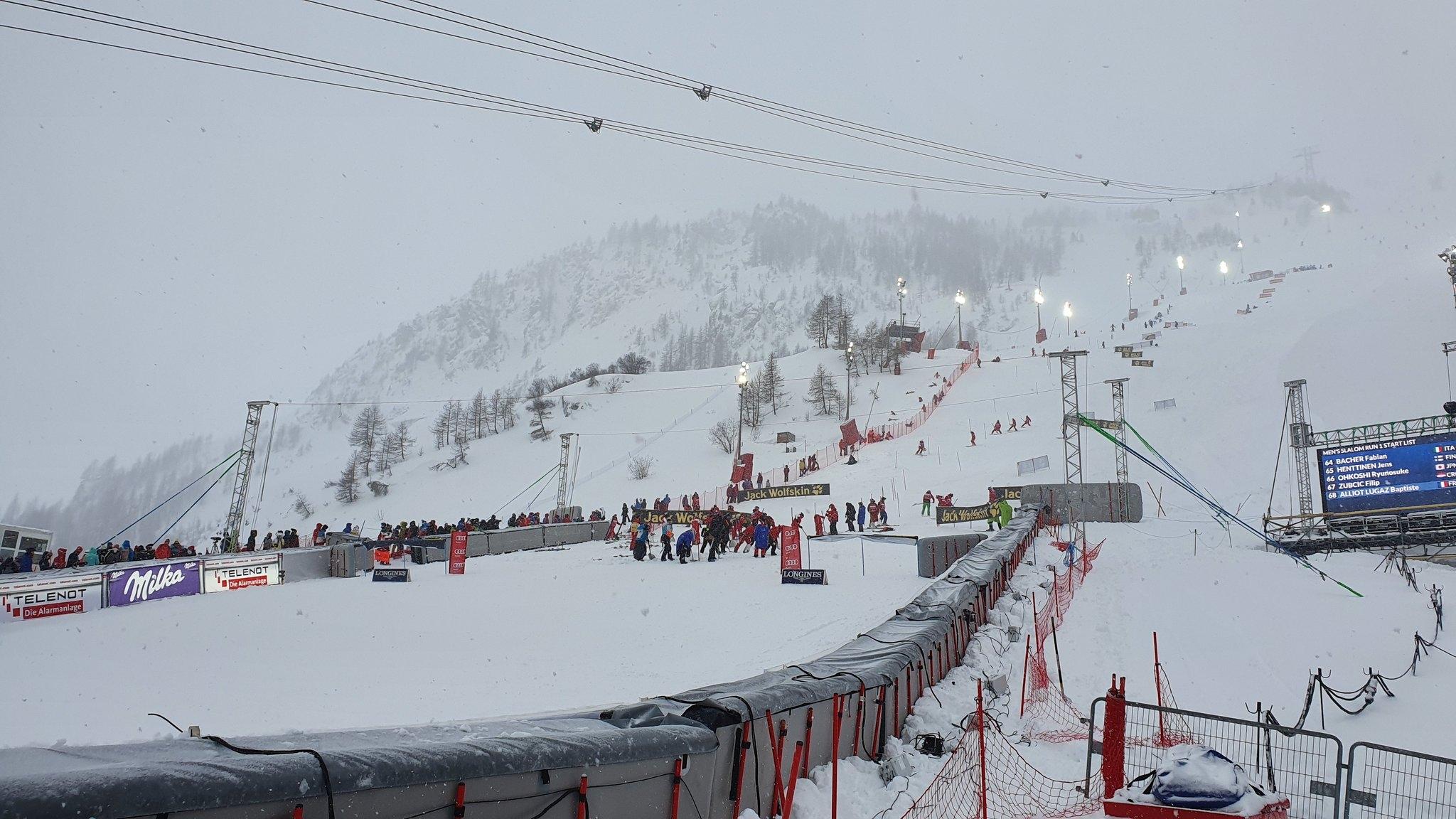 Слаломът от Световната купа по ски-алпийски дисциплини във Вал д'Изер