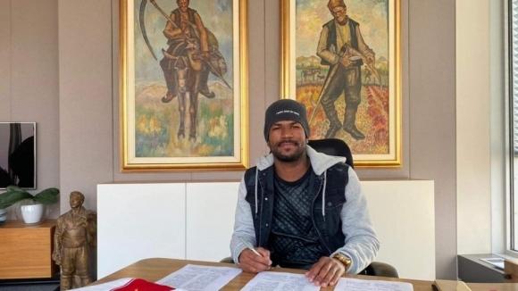 ЦСКА-София подписа нов договор с Жеферсон. Бразилският защитник на червените
