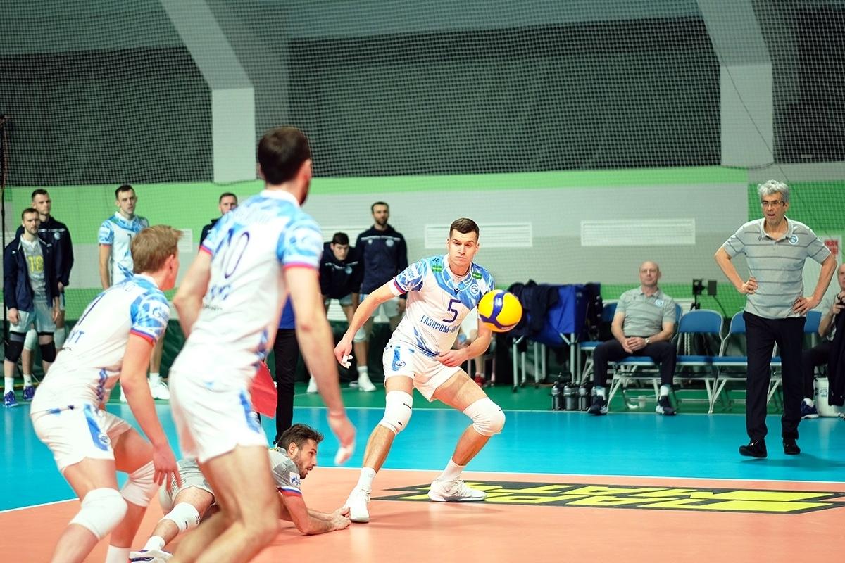 Либерото на националния ни волейболен отбор Теодор Салпаров и неговият