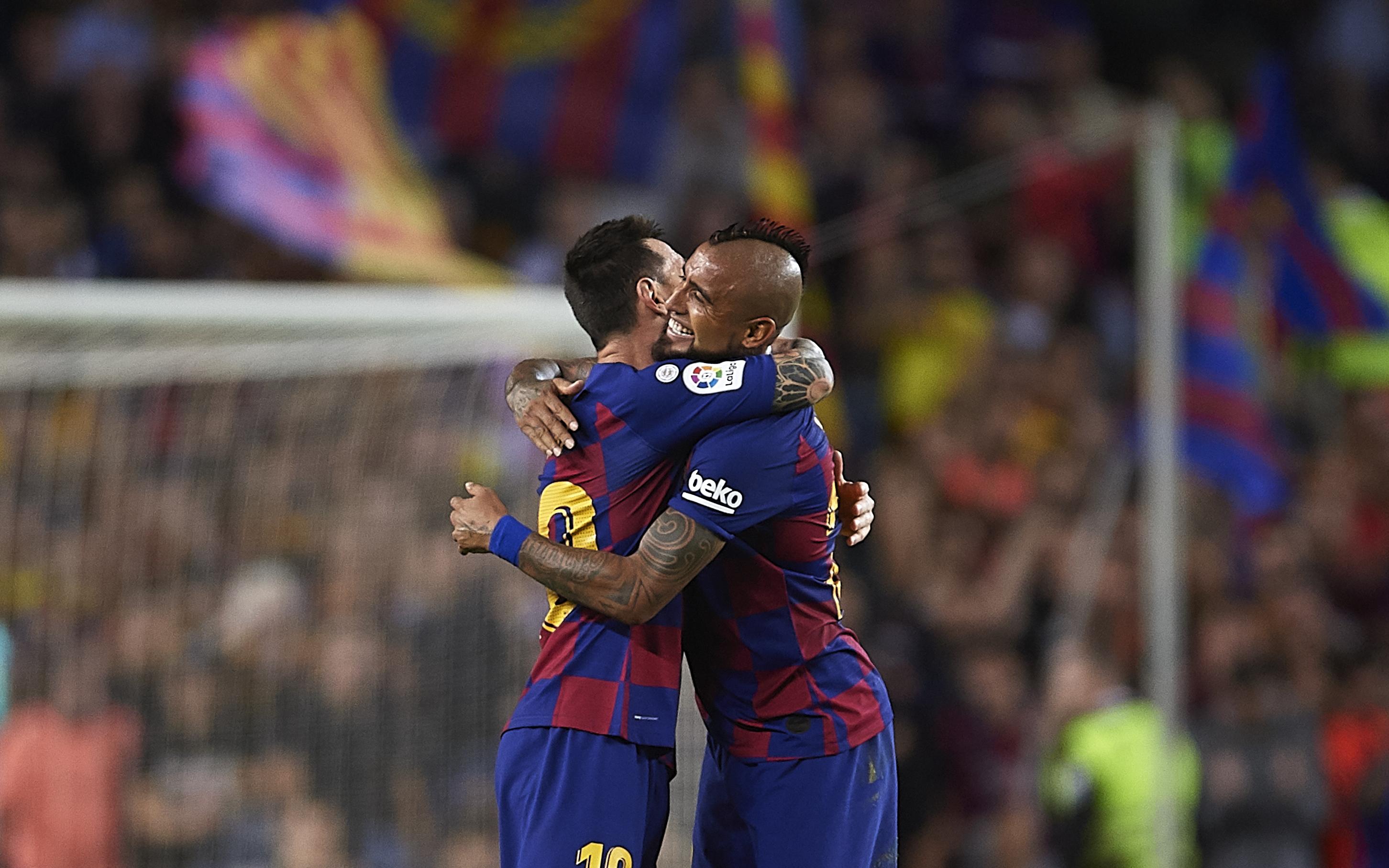 Нападателят на Барселона Лионел Меси се надява Артуро Видал да